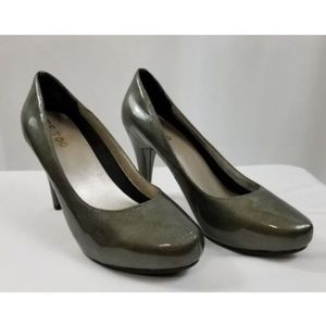 Me Too Locket Womens 9.5M Green Leather Shoes Pump